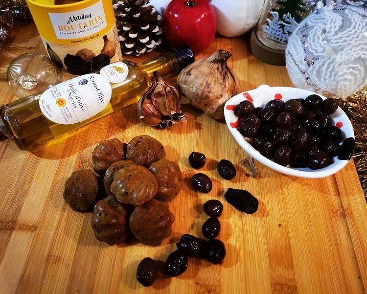 Bouchées Coqueline Foie gras, ail noir & olives noires de Nyons AOP